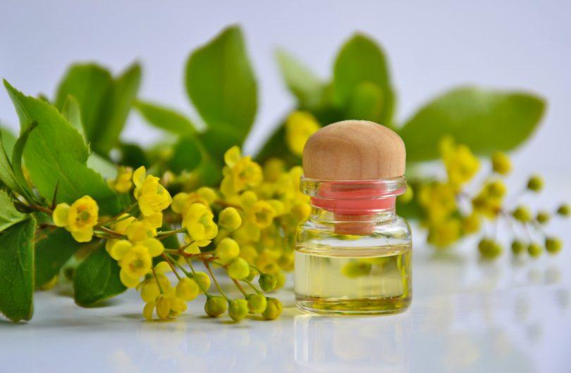 cosmetic-oil-3868594_1920